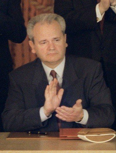 Slobodan_Milosevic_Dayton_Agreement-400x5271